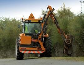 Traktor komunální