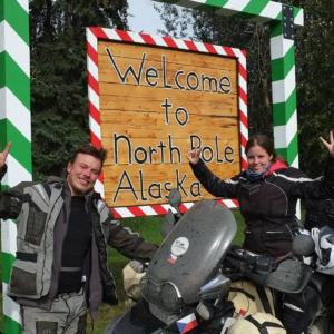 Fanda Nykl a Kačka Kadlusová na motorce cestou kolem světa